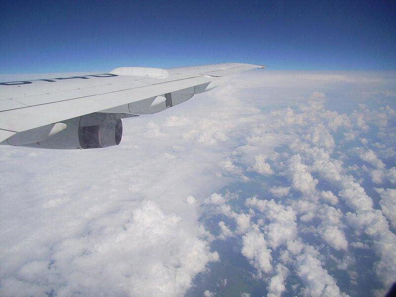 под крылом самолёта...