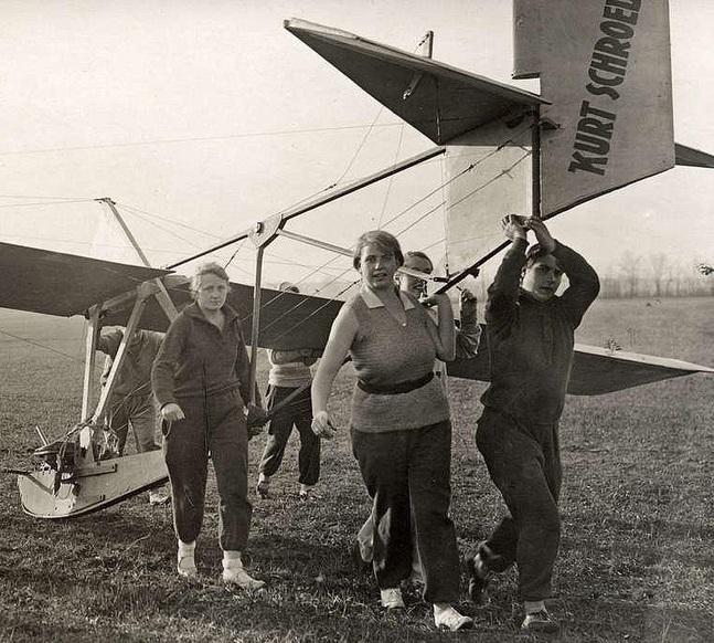 Potsdam -Gatow zweefvliegclub voor vrouwen 1929.jpg