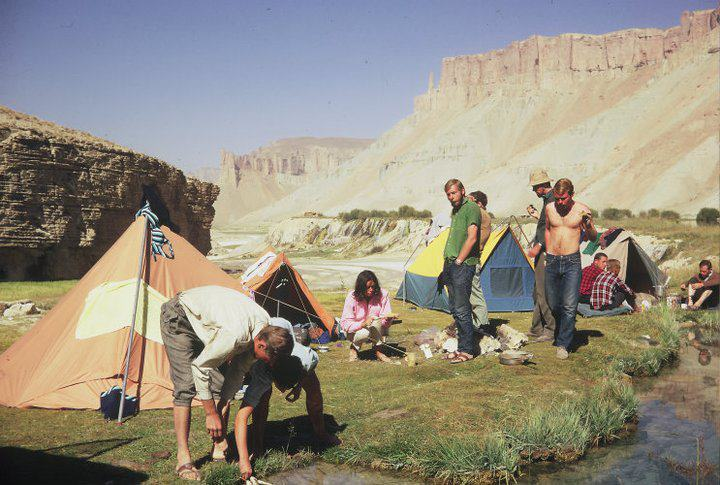 Afganistan Foreign visitors camping in Band-e Amir 1970s.jpg