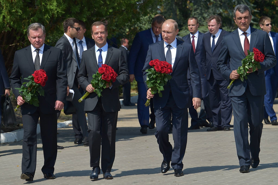 Путин и Медведев в Крыму, 19 августа 2015.png