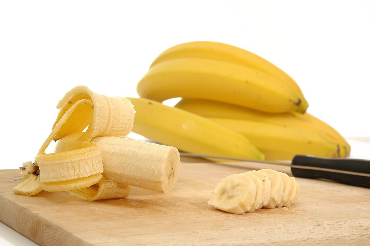 2. Бананы Бананы попали в этот список потому, что в них содержится много магния, который способен вл