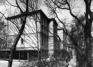 Угловой фасад здания училища (перестроен арх. В.В.Штауб, 1895-1896).