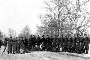 Группа солдат гвардейских полков, проходящих пограничную практику.
