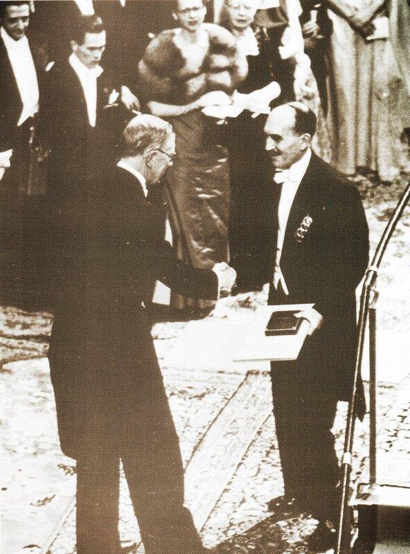 На вручении Нобелевской медалью.jpg