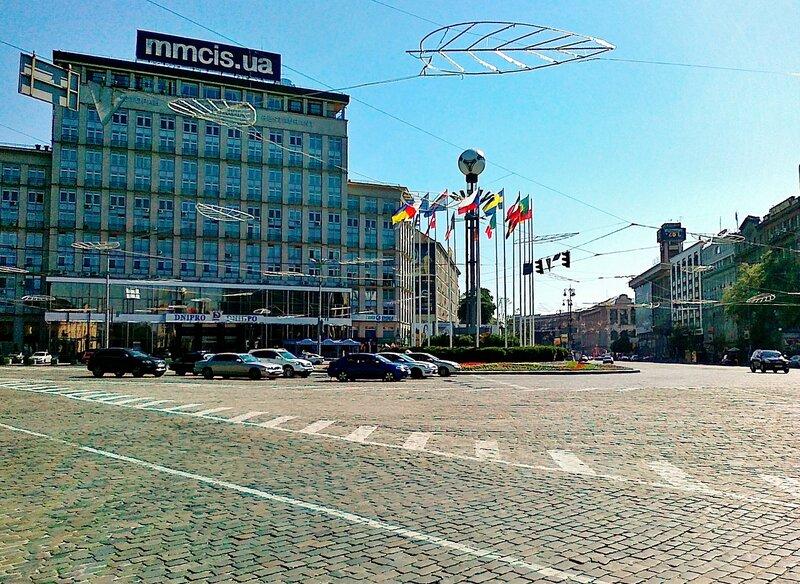 Мяч Евро 2012 на Европейской площади