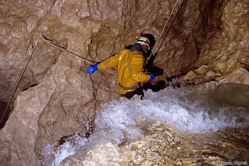Пещера Снежная, Абхазия