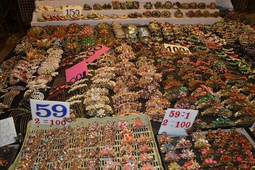 Аксессуары для волос на ночном рынке Пхукета