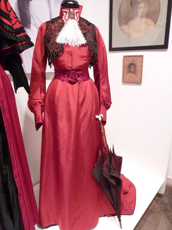 Платье для прогулок из шёлкового фая с болеро из тюля, бархата и шнура.
