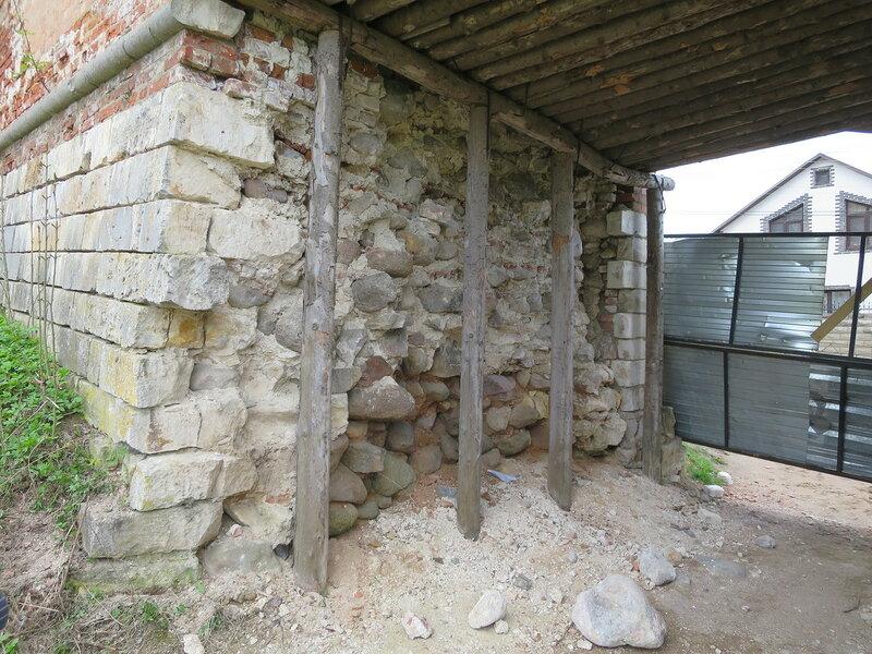Забутовка стены (около башни Орел)