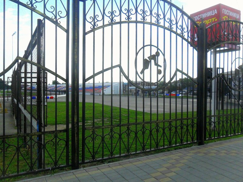 У стадиона, в Каневской ... SAM_8147.JPG