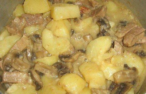 Грибы тушенные с картофелем