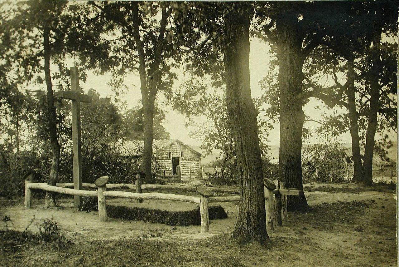 17. Общий вид братской могилы в Вертелецком лесу (у шоссе Тарнополь-Запозце)