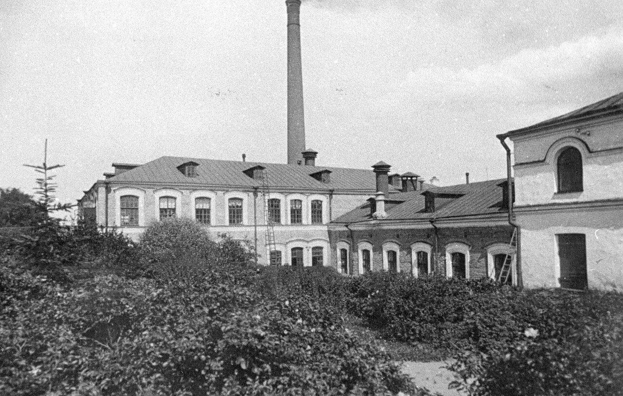 01. Вид фабрики от главных ворот. 1908