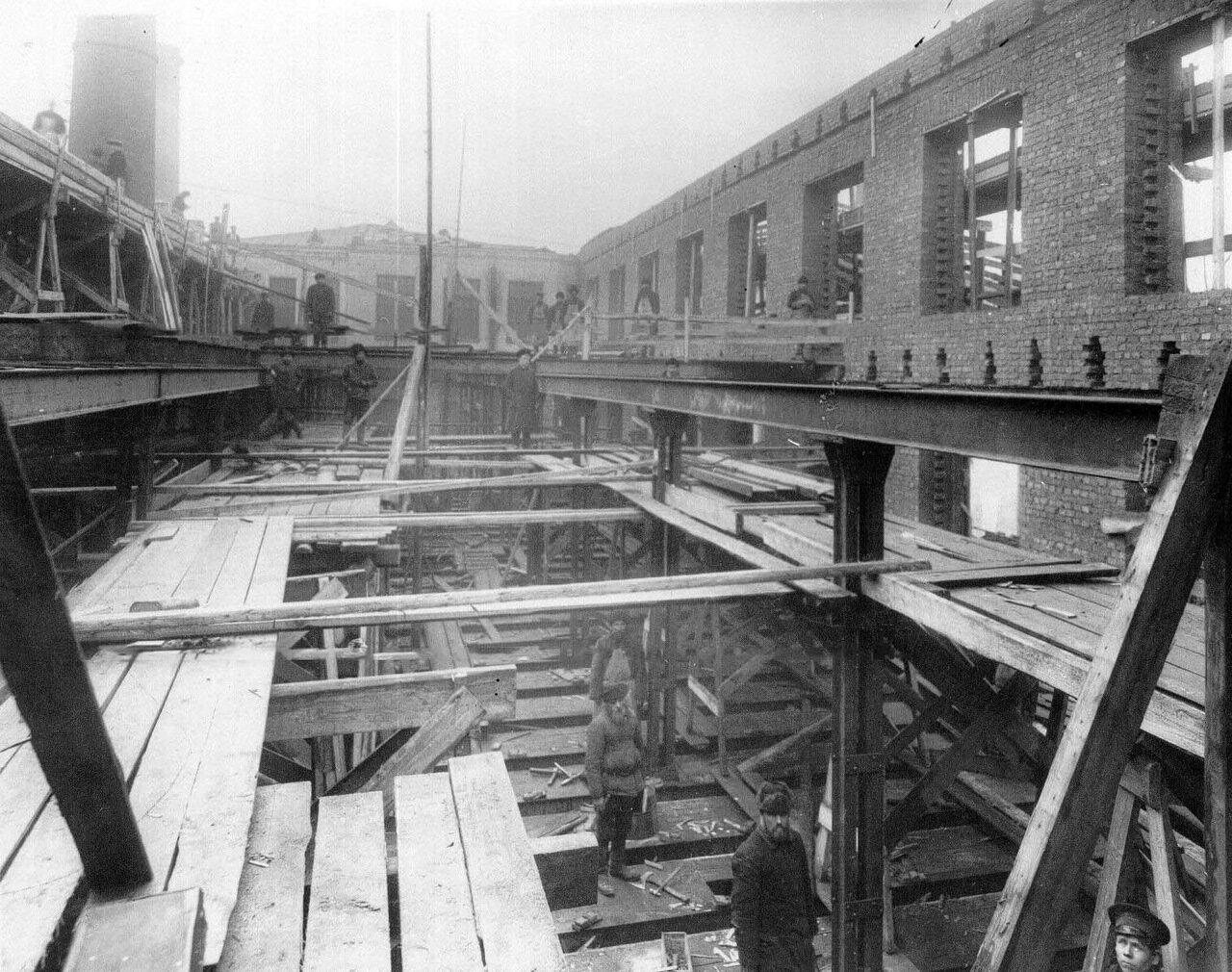 01. Вид строящегося цеха. 1914