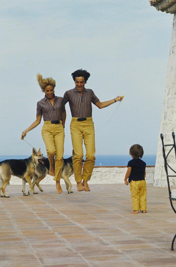 1966. С Натали, Энтони и собаками в Сен-Тропе