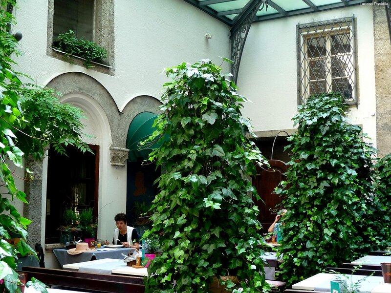 Ресторан в аббатстве.