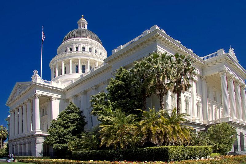 Капитолий в Сакраменто, столице Калифорнии.