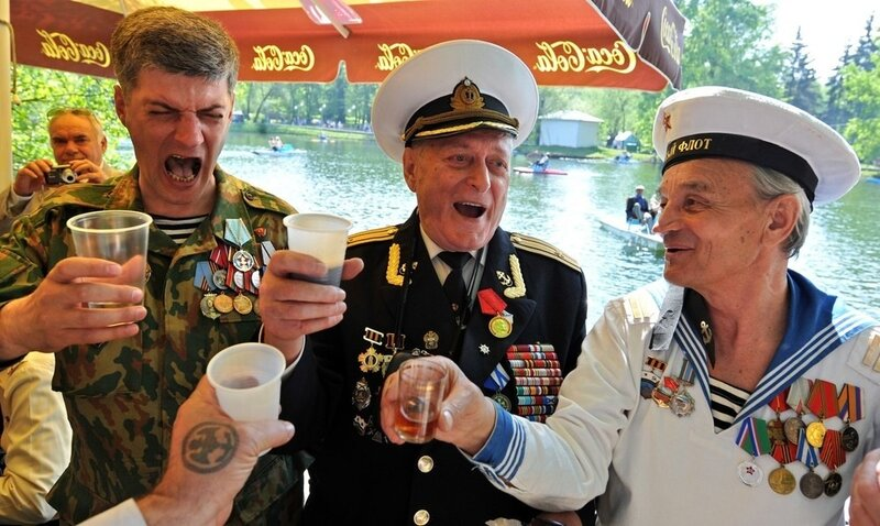 Russian WWII veterans toast while celebr