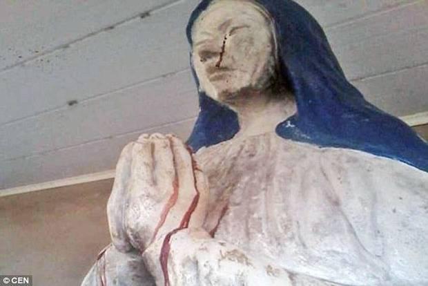 """В Боливии Дева Мария """"заплакала"""" кровавыми слезами (фото, видео)"""