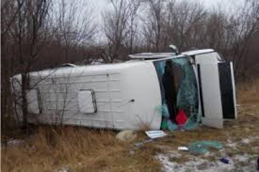 ДТП в Запорожской области: микроавтобус вылетел на встречку и врезался в туристический автобус, 9 детей травмированы