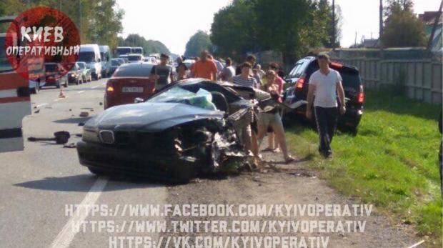 """Что значит """"не везет"""": Под Львовом водитель, скрываясь от полиции, попал в ДТП, машину разорвало пополам"""