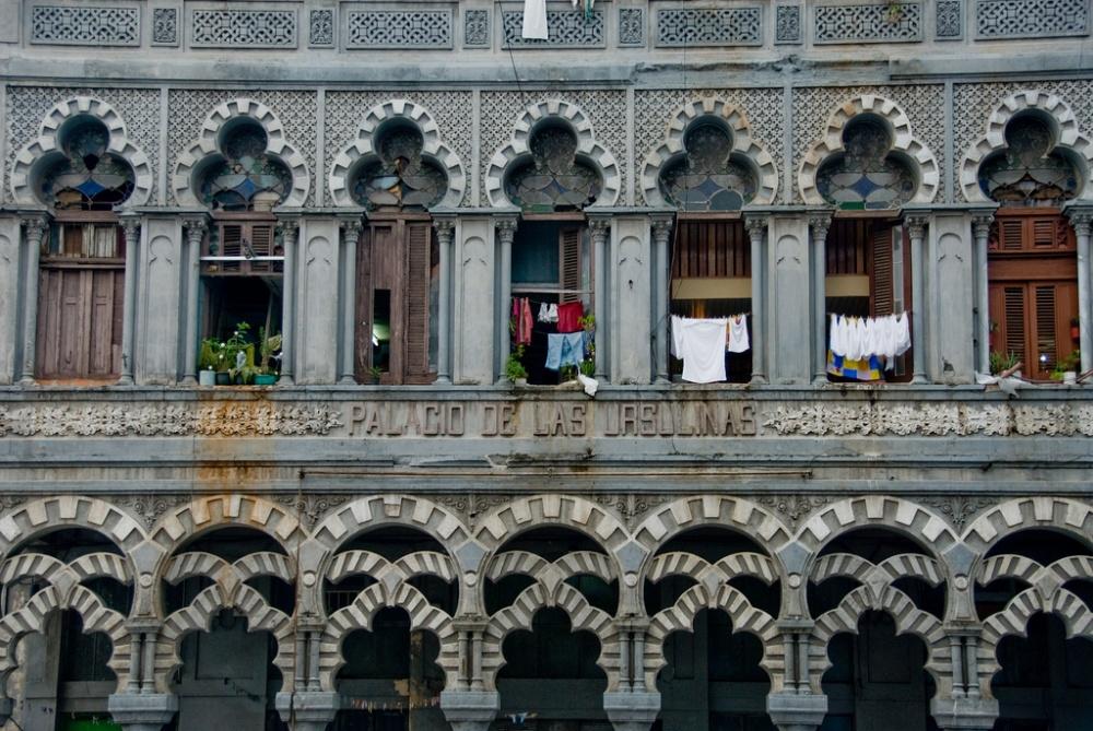 Живописные окна Дворца Урсулинок вГаване.