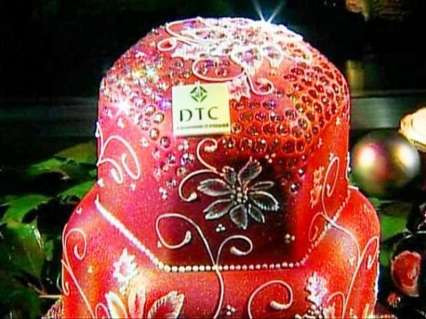 10. Бриллиантовый фруктовый торт ($1,65 млн.) Самый дорогой торт в мире готовился 35 дней Рождество