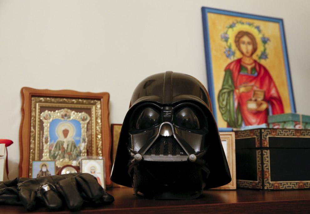 11. Он любит почитать и у него много игрушек. (Фото Valentyn Ogirenko | Reuters):