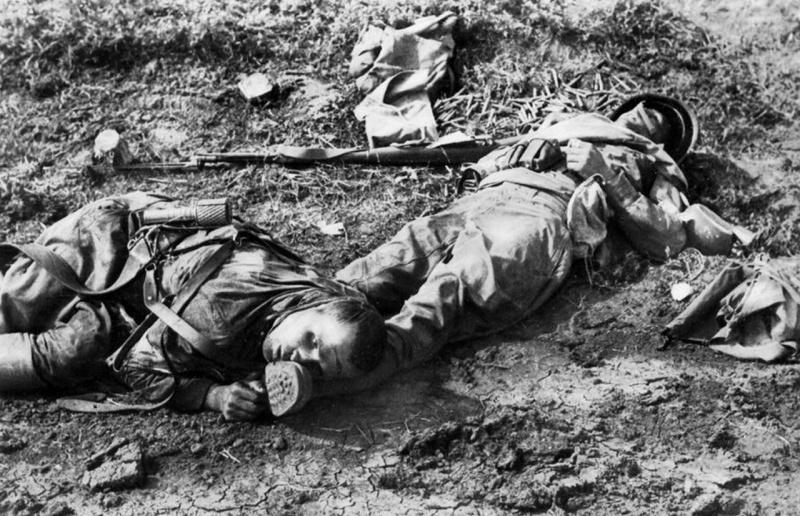 Два погибших красноармейца.jpg