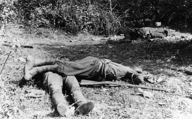 Павшие в первых боях красноармейцы.jpg