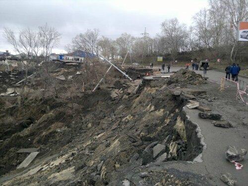 Оползень волжского склона в Ульяновске в центре города.Апрель 2016 г.