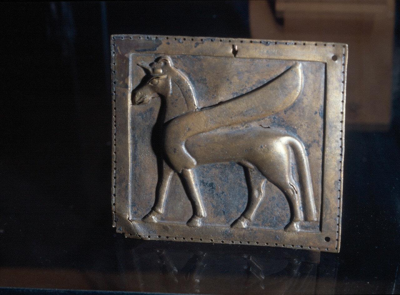 Самос. Археологический музей Вати. Бронзовая пластина с Гиппокампусом из Ираклиона