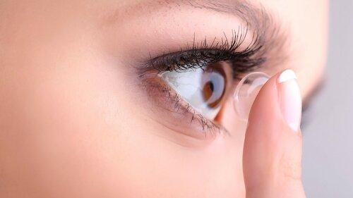 Зрение будут корректировать уколом с линзой от Google