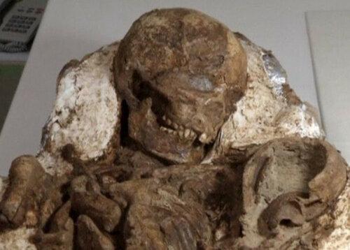Археологи нашли мумию матери с ребенком возрастом 5.000 лет