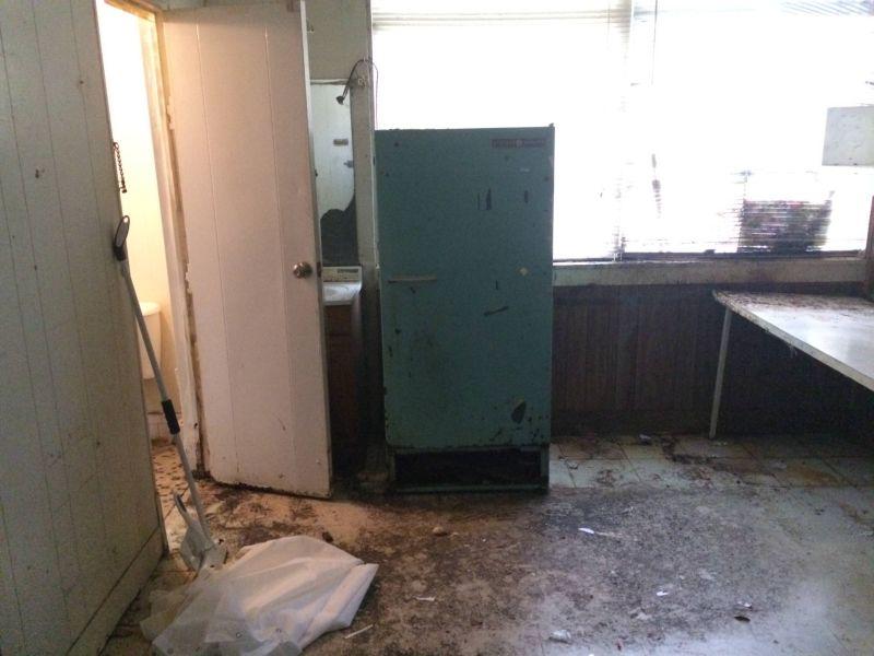 Квартира, в которой 20 лет жил больной шизофренией
