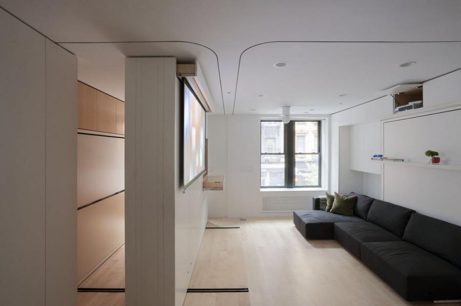 3. В удобную спальню! К тому же шкаф оказался встроенным в стенку на колесиках.