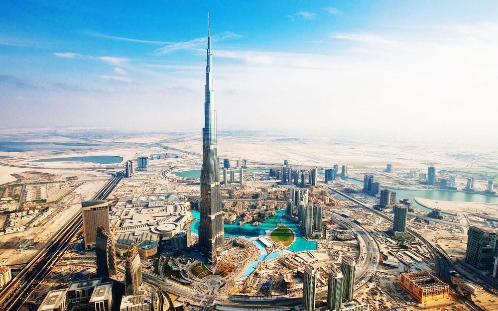 26. В городе находится самый высокий небоскреб в мире — Бурдж-Халифа, а также Дубай-Молл — крупнейши
