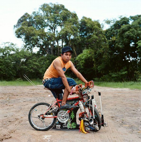 На улицах Панамы можно встретить велосипедистов, которые украшают своих двухколесных коней. На велос