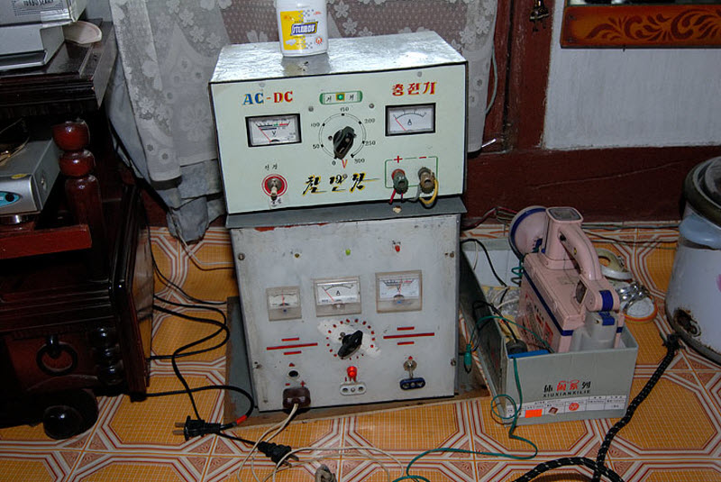 53. Телевизор, DVD, швейная машинка, холодильник, лампочка на потолке и вот такой шайтан-прибор чтоб