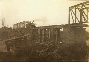 Пробный паровоз на мосту.