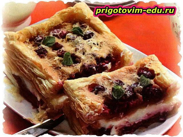 Пирог слоеный вишневый