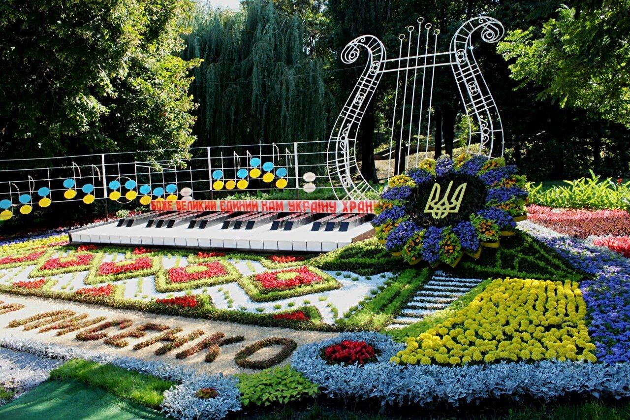 Инсталляция «Боже Великий Единый, нам Украину храни!»