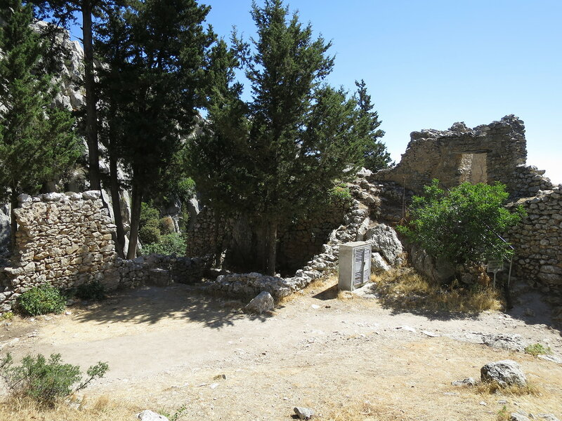 Св. Илларион. Руины кухни 28