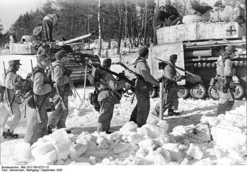 Russland, Infanterie, Panzer IV im Schnee
