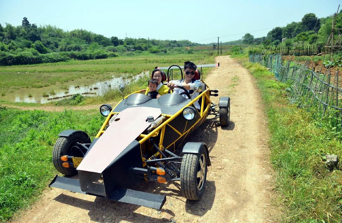 Догоним и перегоним: Спорткар Формулы 1 на китайской проселочной дороге