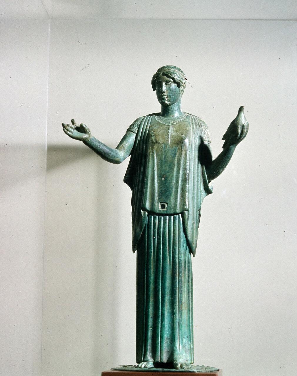 Афродита в пеплуме с голубем. 450 г. до н.э.