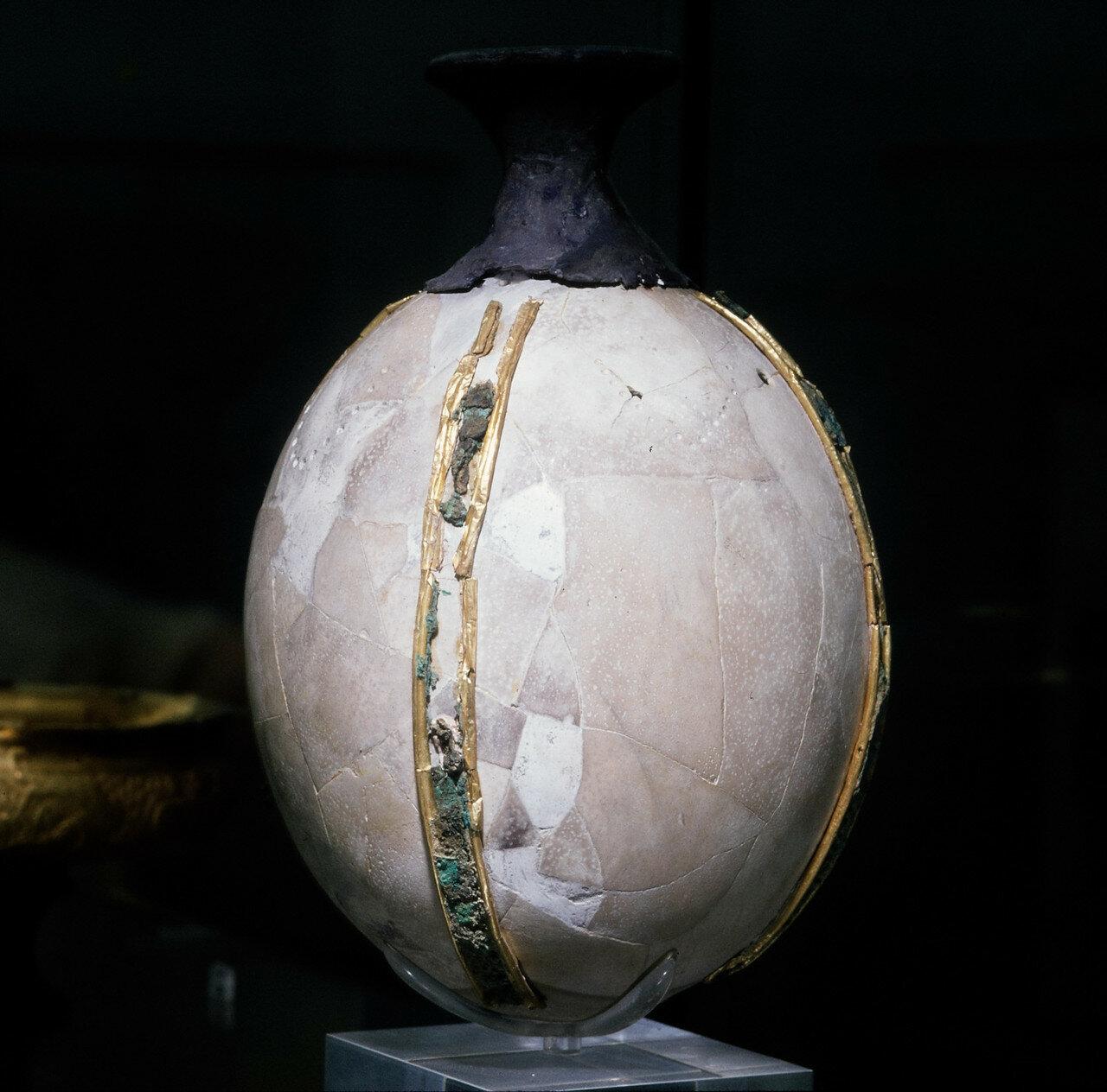 Ритон с серебряным носиком и позолоченными бронзовыми полосами, XIV в. до нашей эры