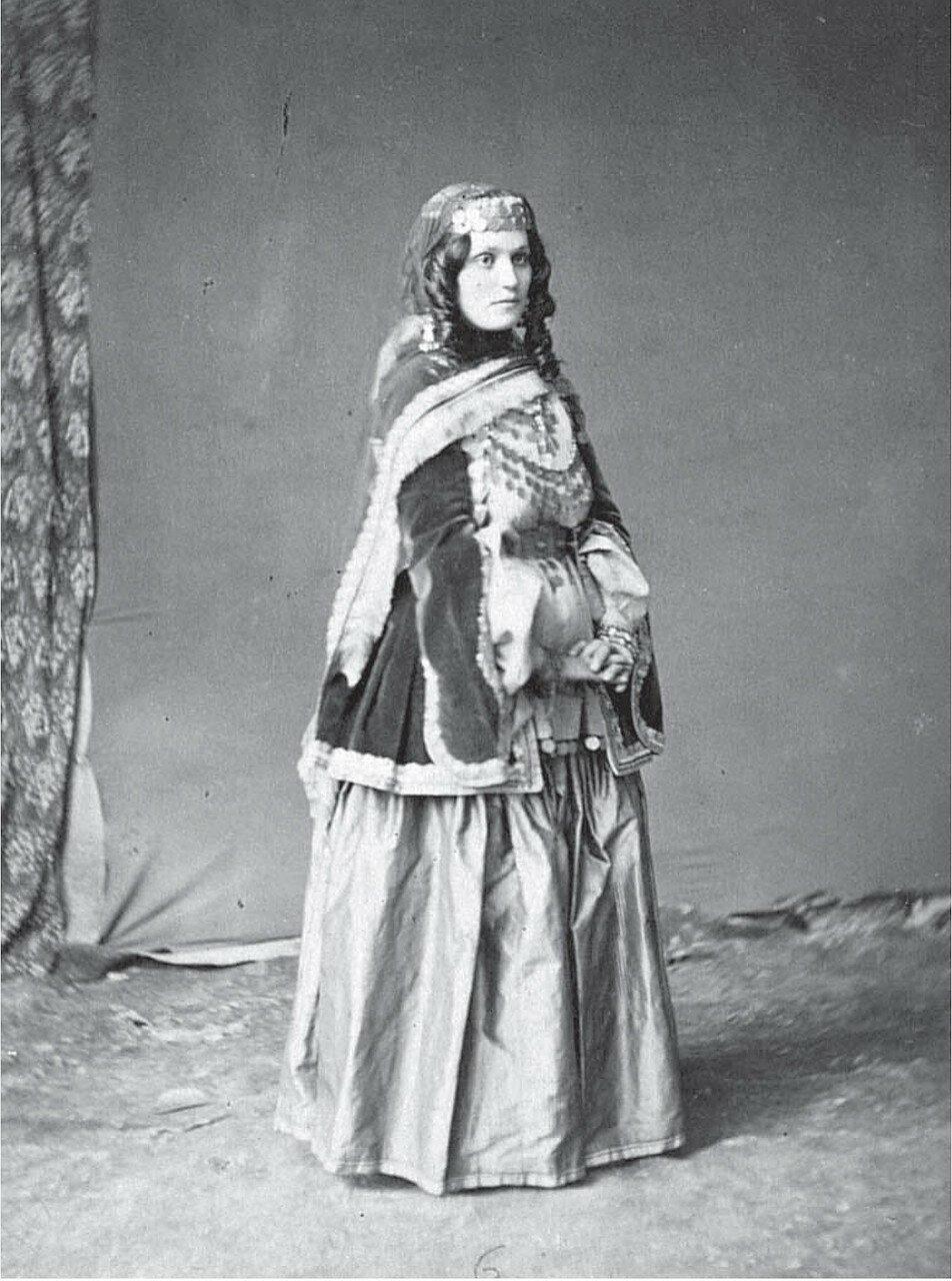 Армянка из Шемахи в праздничном костюме