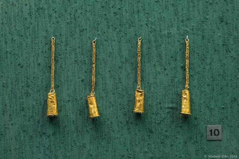 . Подвески в виде трубочек Конец II - I вв. до н.э.