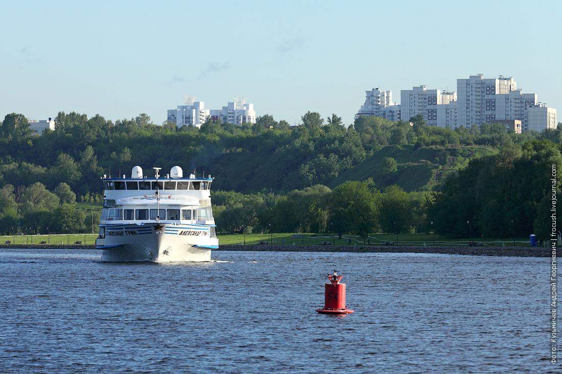 теплоход Александр Грин Москва-река Коломенское фото